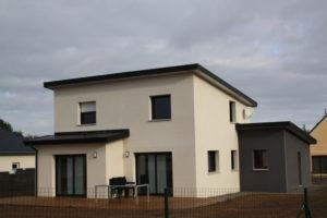Construction-maison-à-toit-monopente-zinc-anthra-enduits-bi-ton-300x200