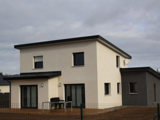 Construction-maison-à-toit-monopente-zinc-anthra-enduits-bi-ton-510x382