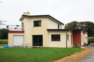 construction-d-une-maison-neuve-sur-gouesnou-garde-corps-enduits-bi-ton-menuiseries-noires-300x200