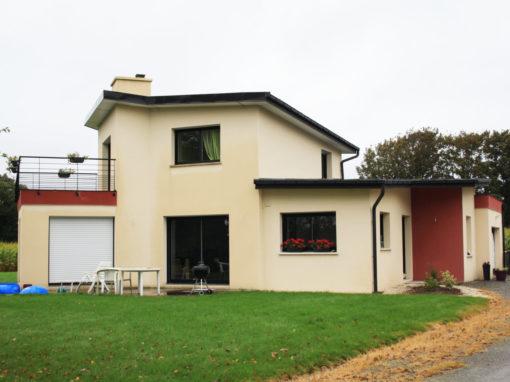 construction-d-une-maison-neuve-sur-gouesnou-garde-corps-enduits-bi-ton-menuiseries-noires-510x382