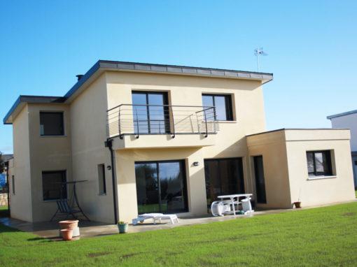 construction-dune-Grande-maison-contemporaine-avancée-toit-plat-et-garde-corps-510x382