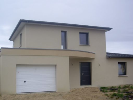 construction-dune-Maison-avec-enduit-deux-tons-porte-sectionnelle-et-cotim-11-zilten-510x382
