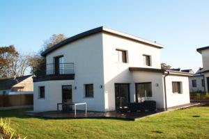 construction-dune-jolie-maison-contemporaine-debords-zinc-garde-corps-balcon-1-gouesnou-300x200