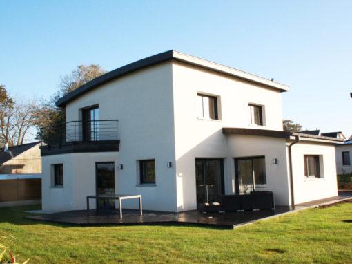 construction-dune-jolie-maison-contemporaine-debords-zinc-garde-corps-balcon-1-gouesnou-510x382