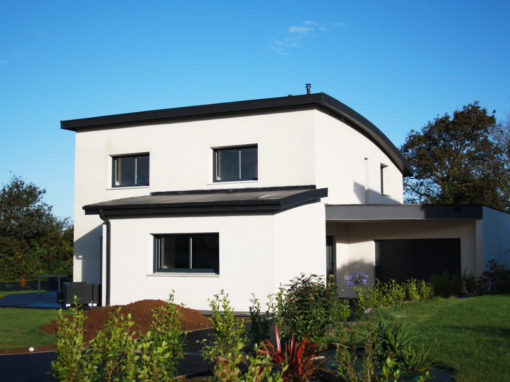 construction-dune-jolie-maison-contemporaine-debords-zinc-garde-corps-balcon-2-510x382