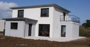 construction-dune-maison-contemporaine-enduit-bi-ton-garde-corps-metal-300x157