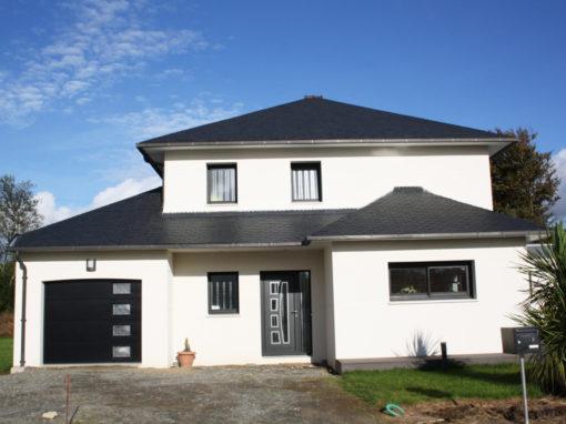 construction-dune-maison-contemporaine-st-thonan-menuiserie-noire-porte-enko-kline-510x382