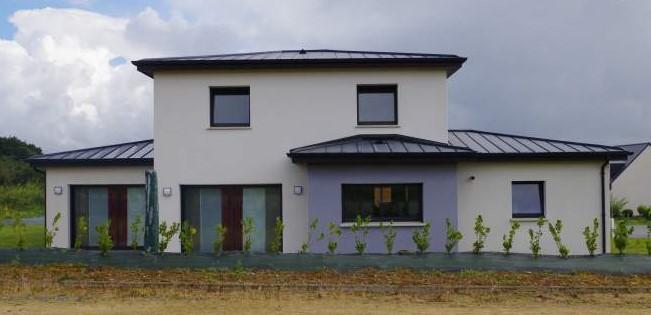 construction-maison-contemporaine-BBC-avec-deux-couleurs-denduit