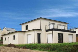 construction-maison-contemporaine-BBC-avec-vue-sur-sur-mer-toit-avec-debords-zinc-garde-corps-vitré-300x200