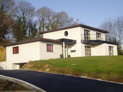 construction maison contemporaine toiture cuivre enduit blanc