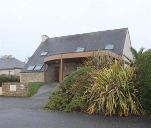 extension-maison-traditionnelle-avec-ajout-d-un-carport-semi-cintre-werzalith-300x254
